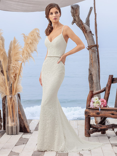 BL259 gown from the 2018 Beloved By Casablanca collection, as seen on Bride.Canada
