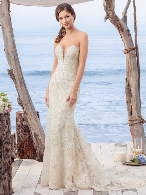 BL261 gown from the 2018 Beloved By Casablanca collection, as seen on Bride.Canada