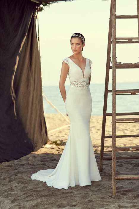 gown from the 2018 Mikaella collection, as seen on Bride.Canada