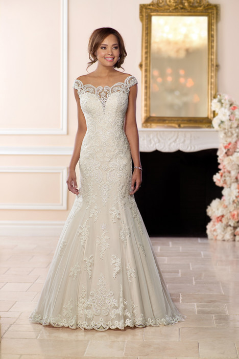 6569 gown from the 2018 Stella York collection, as seen on Bride.Canada