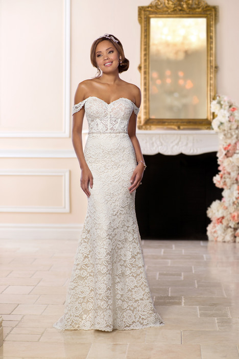 6595 gown from the 2018 Stella York collection, as seen on Bride.Canada