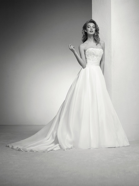 Italia gown from the 2018 Pronovias Privée collection, as seen on Bride.Canada