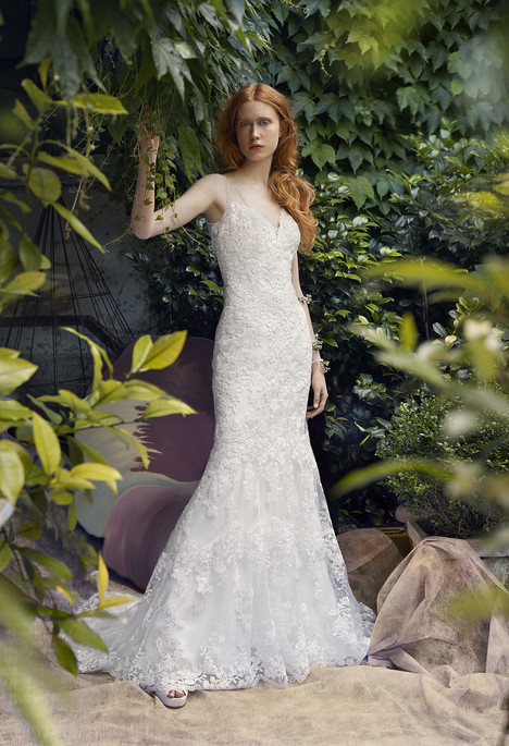 Carmen gown from the 2018 Annasul Y collection, as seen on Bride.Canada