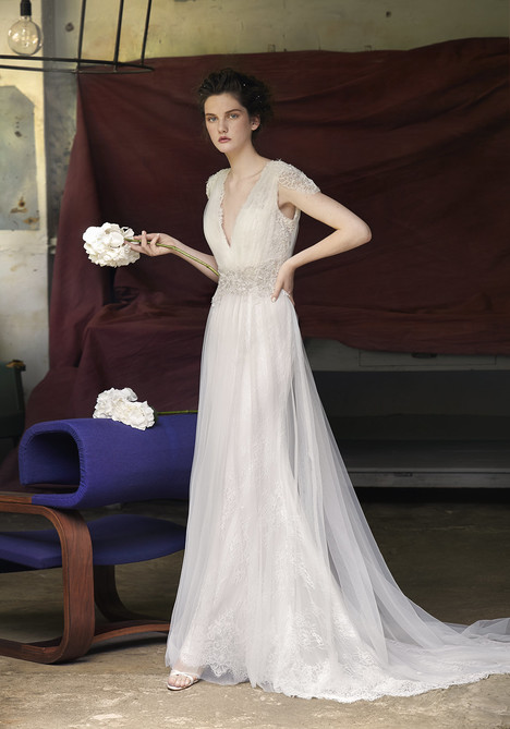 Espoo gown from the 2018 Lusan Mandongus collection, as seen on Bride.Canada