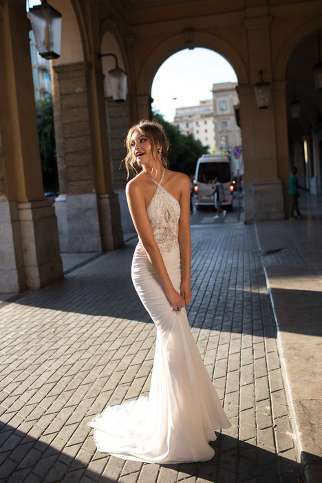 Bonita gown from the 2018 Muse by BERTA collection, as seen on Bride.Canada