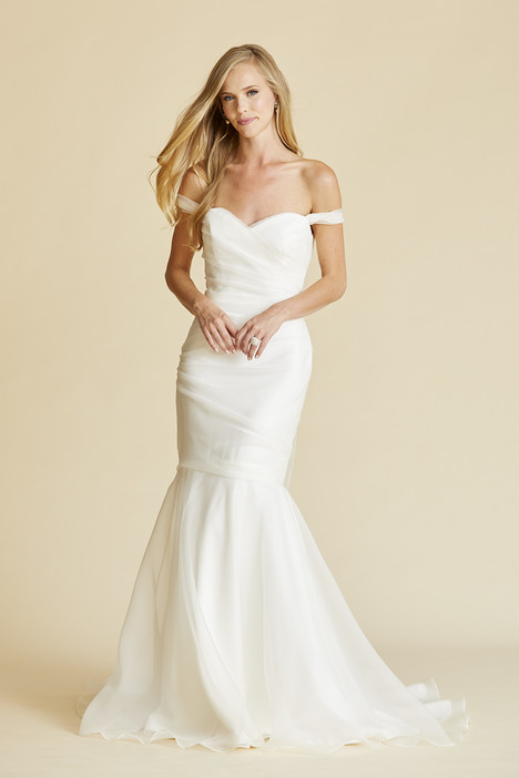 Swan gown from the 2018 Amy Kuschel collection, as seen on Bride.Canada
