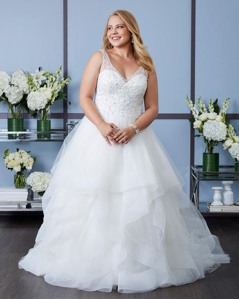 gown from the 2018 Romantic Bridals: Curvy Bride collection, as seen on Bride.Canada