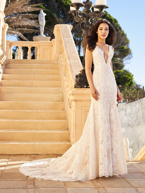 Kiara gown from the 2018 Val Stefani collection, as seen on Bride.Canada