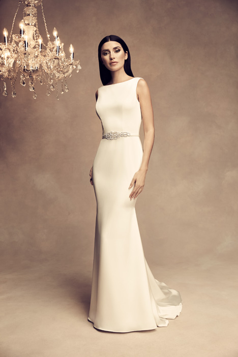 4801 gown from the 2018 Paloma Blanca collection, as seen on Bride.Canada