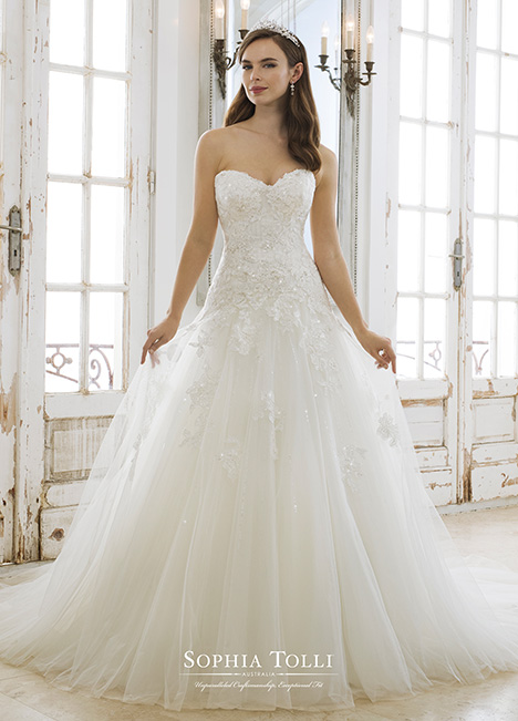 Kora (Y11881) gown from the 2018 Sophia Tolli collection, as seen on Bride.Canada