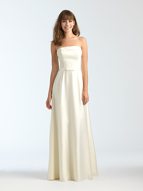 1558 gown from the 2018 Allure Bridesmaids collection, as seen on Bride.Canada