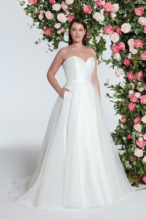 11005 gown from the 2018 Sweetheart collection, as seen on Bride.Canada