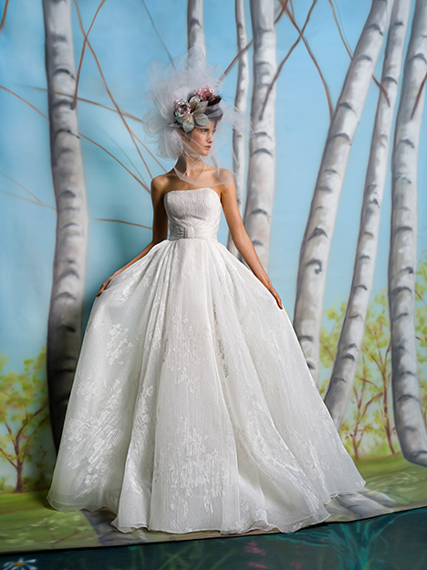 Addie gown from the 2019 Isabelle Armstrong collection, as seen on Bride.Canada