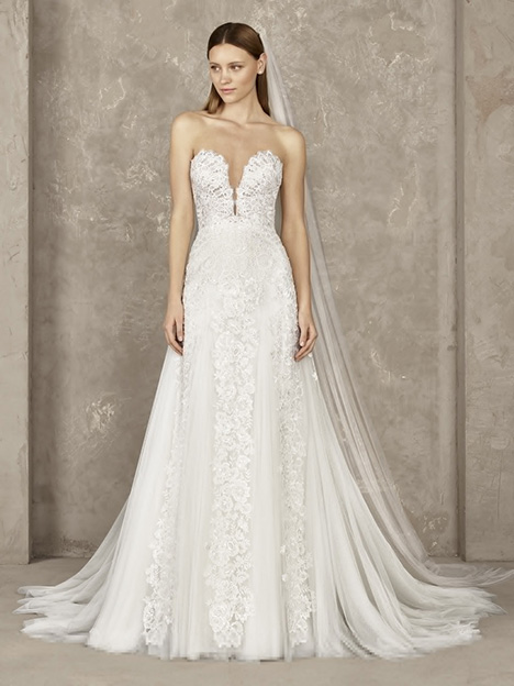 Yency gown from the 2019 Pronovias Privée collection, as seen on Bride.Canada
