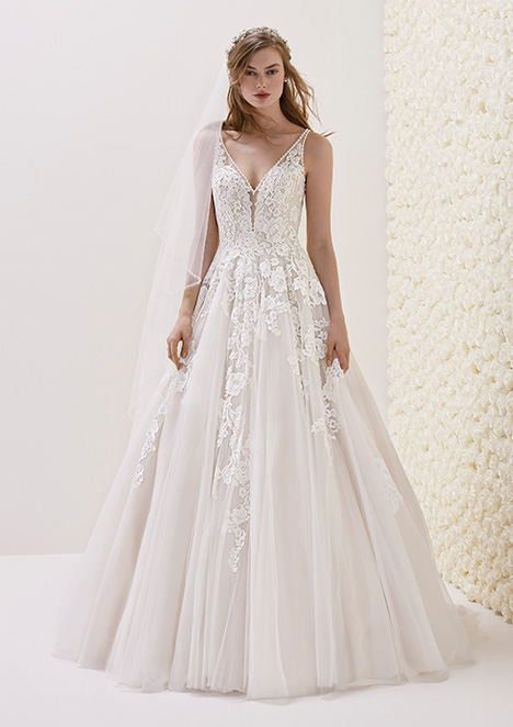 ELSIRA gown from the 2018 Pronovias collection, as seen on Bride.Canada