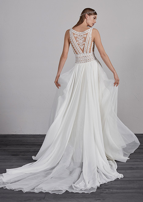 ESCOCIA (back) gown from the 2019 Pronovias collection, as seen on Bride.Canada