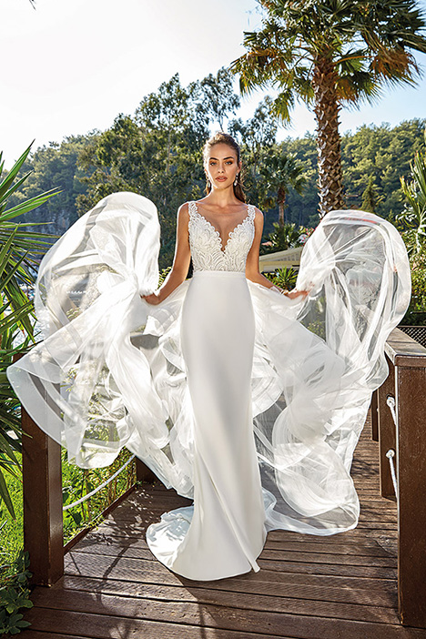 Simona gown from the 2019 Eddy K Dreams collection, as seen on Bride.Canada