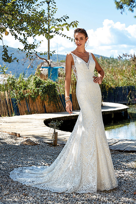 Vera (DR1936) gown from the 2019 Eddy K Dreams collection, as seen on Bride.Canada
