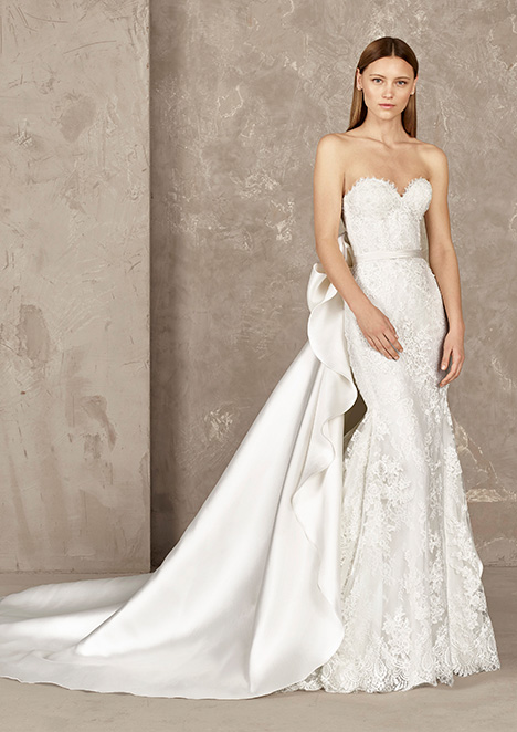 YOISI gown from the 2019 Pronovias Privée collection, as seen on Bride.Canada