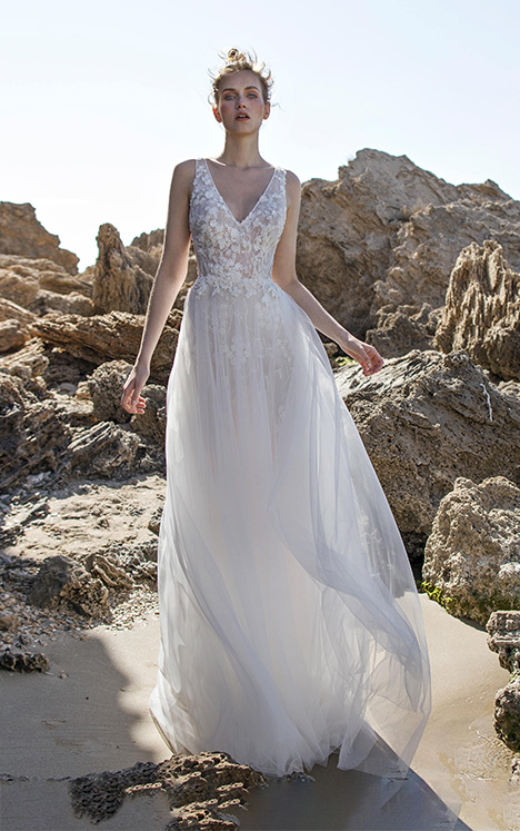 Emilia gown from the 2018 Limor Rosen collection, as seen on Bride.Canada