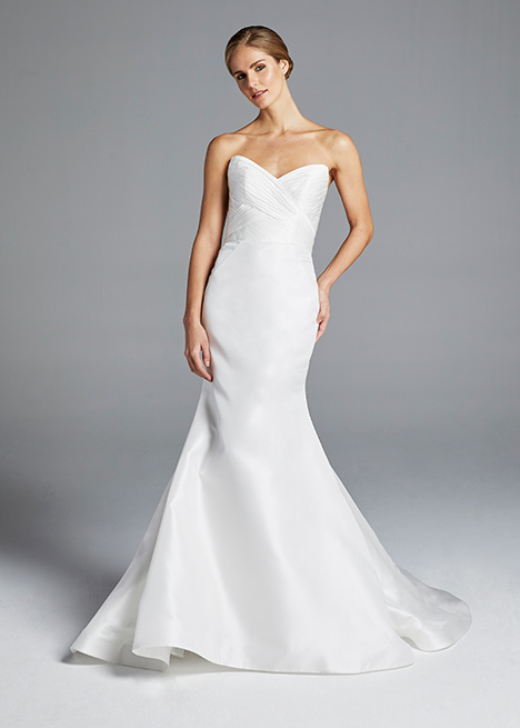 AMAL gown from the 2019 Anne Barge collection, as seen on Bride.Canada