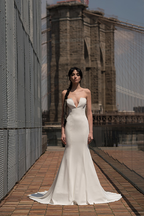 Barton (91906) gown from the 2019 Alyne collection, as seen on Bride.Canada