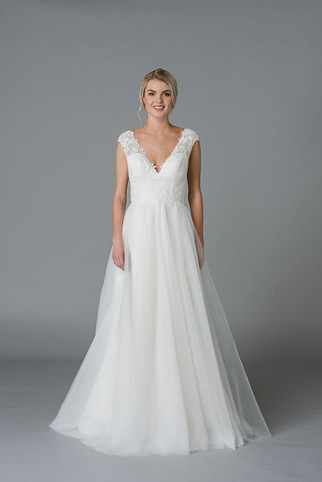 Jill gown from the 2018 Lis Simon collection, as seen on Bride.Canada