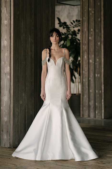 Carson (4016) gown from the 2019 Rivini collection, as seen on Bride.Canada