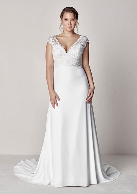 EYRA gown from the 2019 Pronovias Plus collection, as seen on Bride.Canada