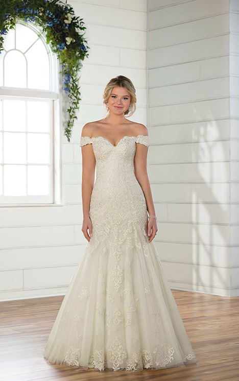 D2352 gown from the 2018 Essense of Australia collection, as seen on Bride.Canada
