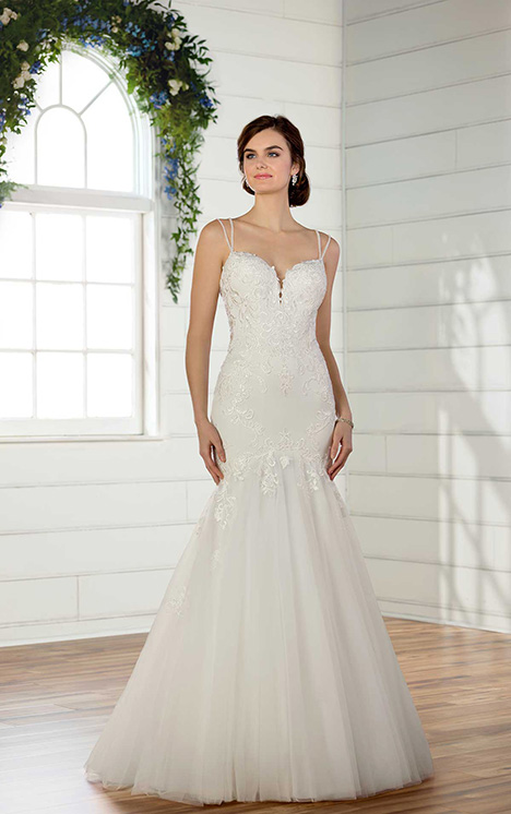 D2475 gown from the 2018 Essense of Australia collection, as seen on Bride.Canada