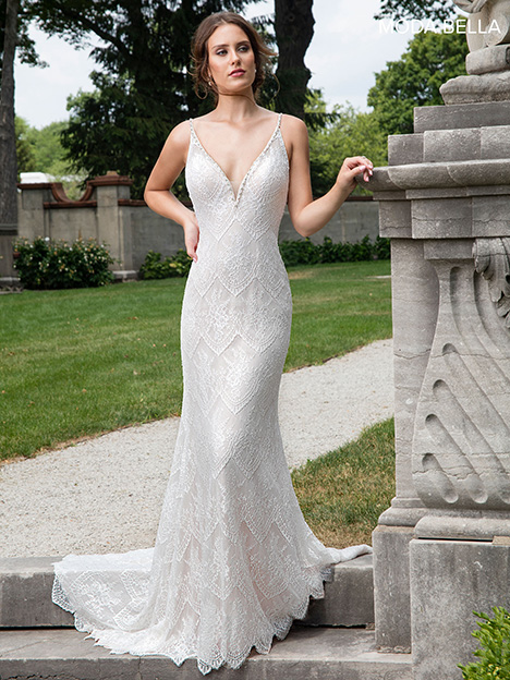 MB2008 gown from the 2018 Mary's Bridal: Moda Bella collection, as seen on Bride.Canada