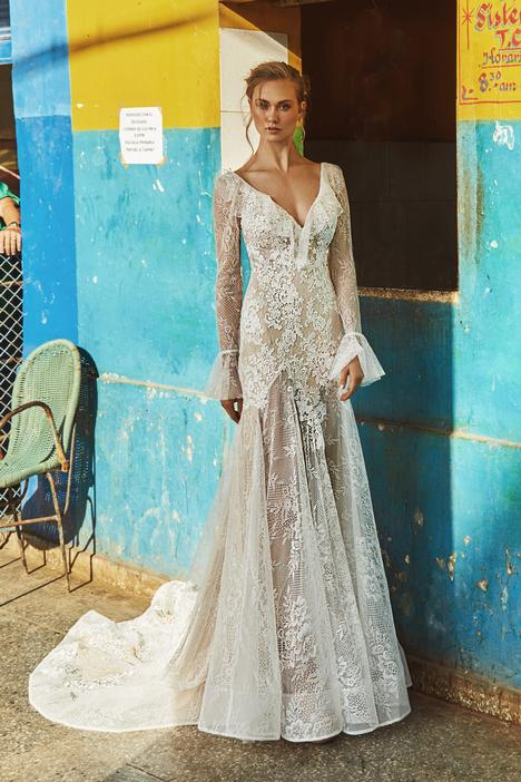 LA8230 gown from the 2018 L'Amour by Calla Blanche collection, as seen on Bride.Canada