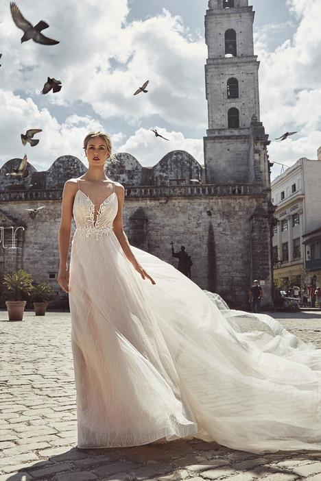 LA8234 gown from the 2018 L'Amour by Calla Blanche collection, as seen on Bride.Canada