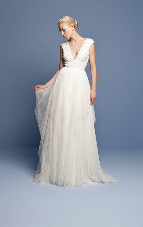 OCN 411 gown from the 2018 Daalarna collection, as seen on Bride.Canada