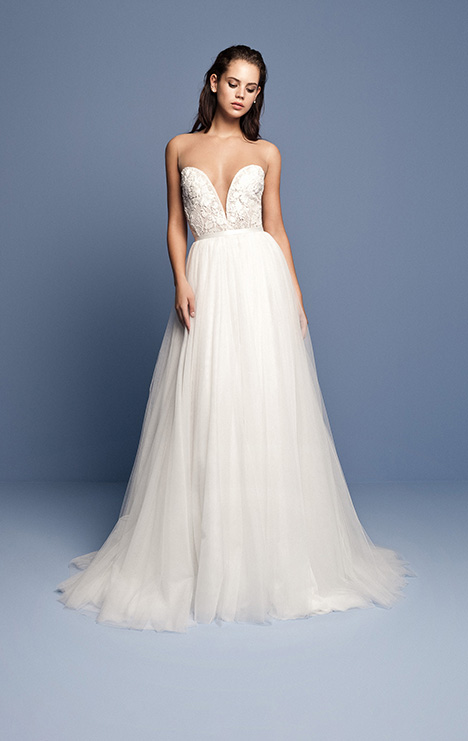 OCN 413 gown from the 2018 Daalarna collection, as seen on Bride.Canada