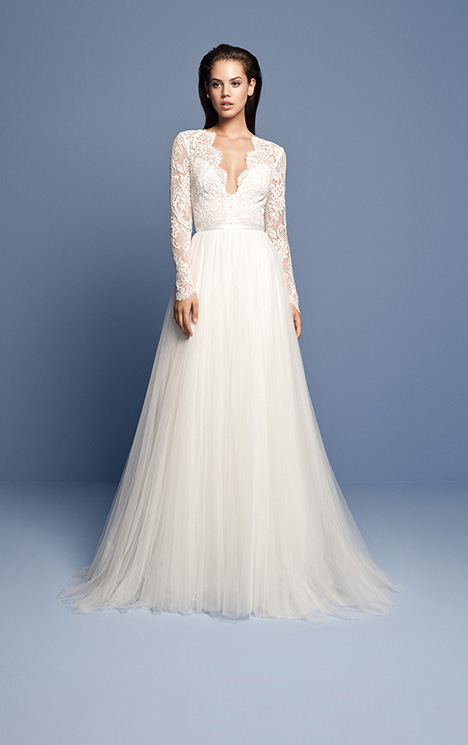OCN 420 gown from the 2018 Daalarna collection, as seen on Bride.Canada