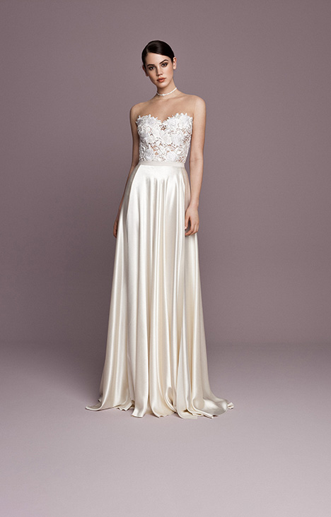 SNT556 gown from the 2018 Daalarna collection, as seen on Bride.Canada