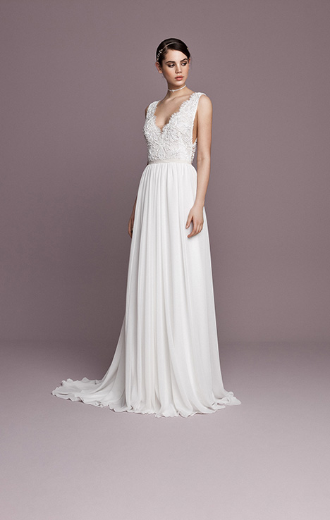 SNT566 gown from the 2018 Daalarna collection, as seen on Bride.Canada