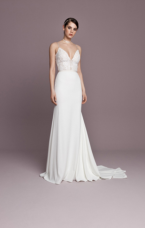 SNT570 gown from the 2018 Daalarna collection, as seen on Bride.Canada