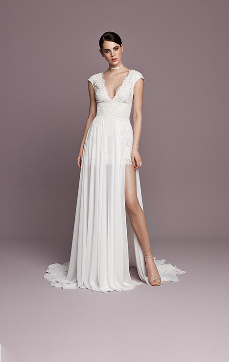 SNT576 gown from the 2018 Daalarna collection, as seen on Bride.Canada