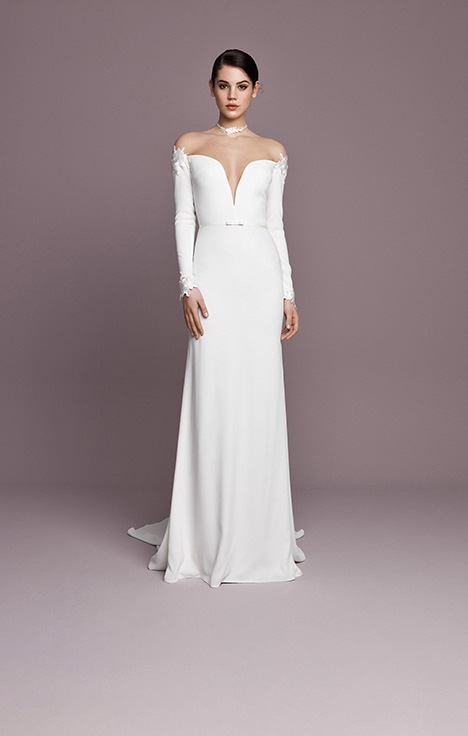 SNT590 gown from the 2018 Daalarna collection, as seen on Bride.Canada