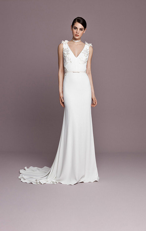 SNT597 gown from the 2018 Daalarna collection, as seen on Bride.Canada