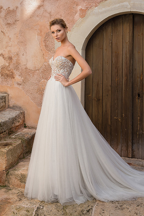 88044 gown from the 2019 Justin Alexander collection, as seen on Bride.Canada