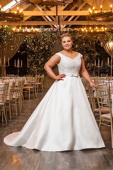 BBP19501 gown from the 2019 Bridalane: Beautiful Brides Plus collection, as seen on Bride.Canada