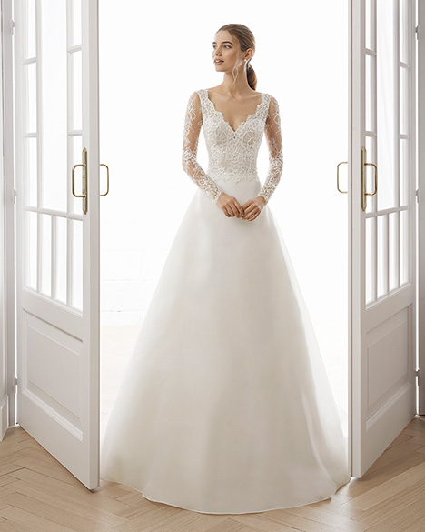 ETERNA gown from the 2019 Aire Barcelona Bridal collection, as seen on Bride.Canada