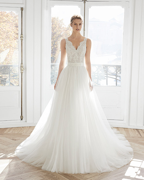 ESSIE gown from the 2019 Aire Barcelona Bridal collection, as seen on Bride.Canada