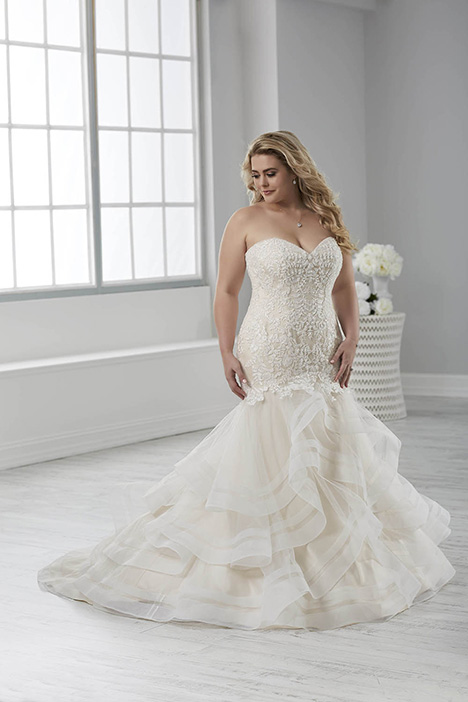 29315 gown from the 2018 Christina Wu: Love collection, as seen on Bride.Canada