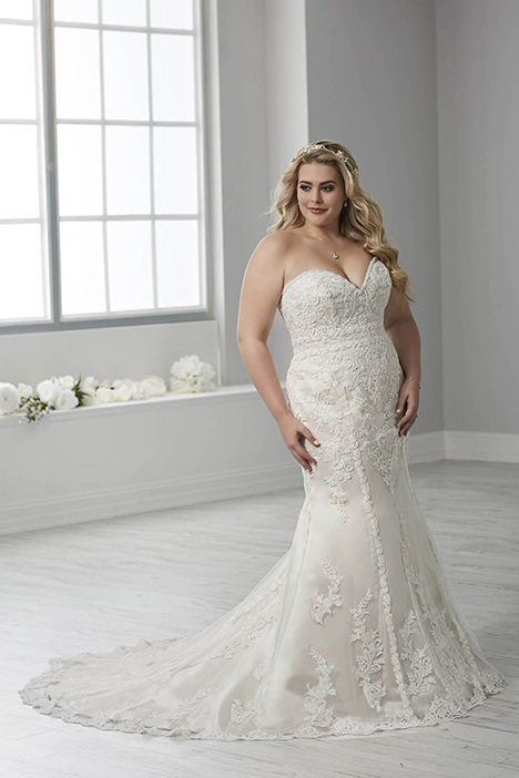 29316 gown from the 2018 Christina Wu: Love collection, as seen on Bride.Canada