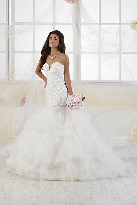 38013 gown from the 2018 Novia Collection collection, as seen on Bride.Canada